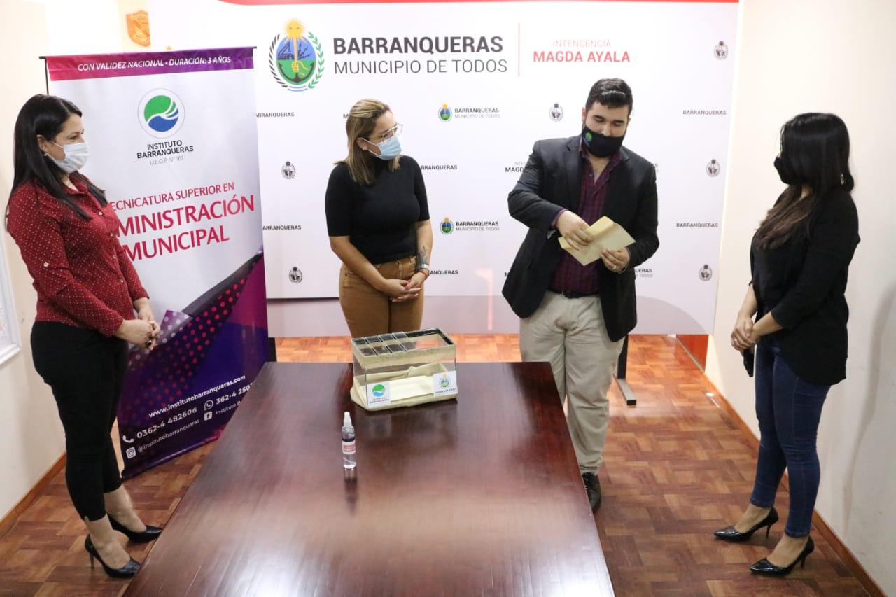 Se realizó el sorteo de las Becas para la Tecnicatura en Administración Municipal