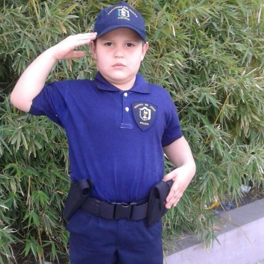 Kevin el niño de 6 años que sueña con ser policía