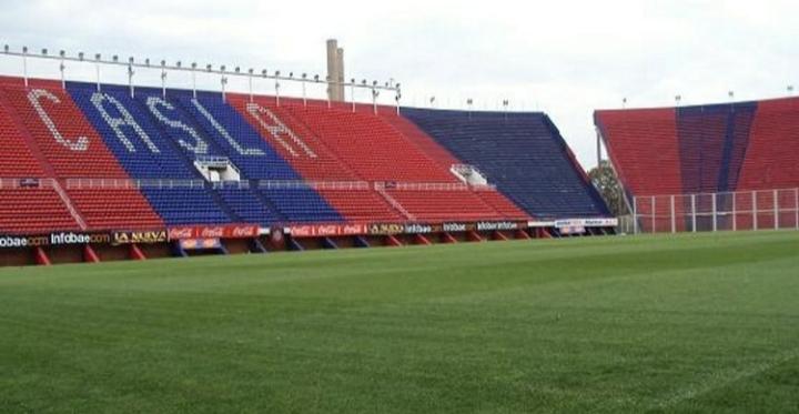 El análisis de un infectólogo argentino: sin fútbol hasta diciembre, estadios vacíos por un año.