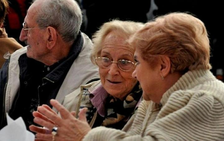 PAMI y Anses pagan desde hoy viernes 15 el bono extraordinario a jubilados