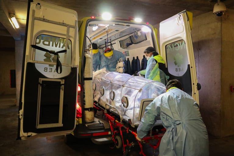 Desesperación en un hospital de Chile: colapsó y deben elegir a qué pacientes internar.