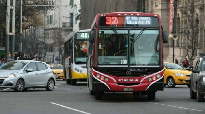 En medio de la pandemia, la UTA paraliza el transporte de colectivos en la mayoría de las provincias
