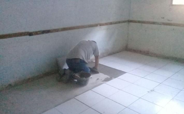 Las reparaciones en la Escuela Nº 33 del Bº San Cayetano estarían paralizadas.