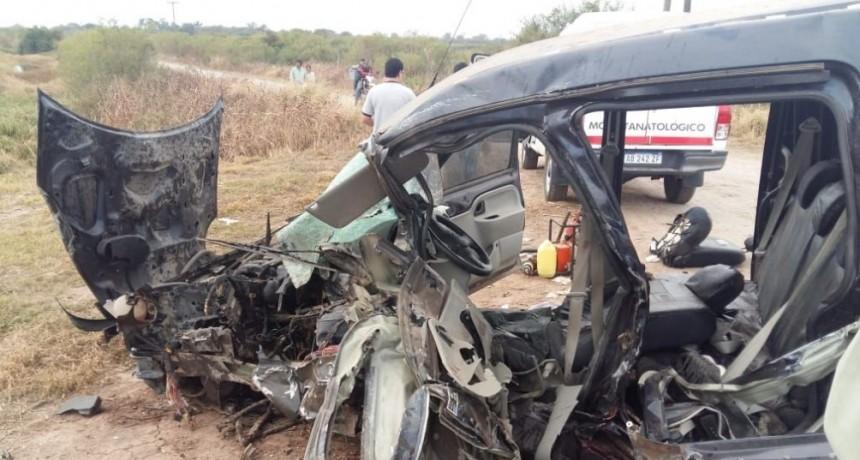 Ruta 95: Dos personas muertas y cuatro heridos fue el resultado de choque frontal