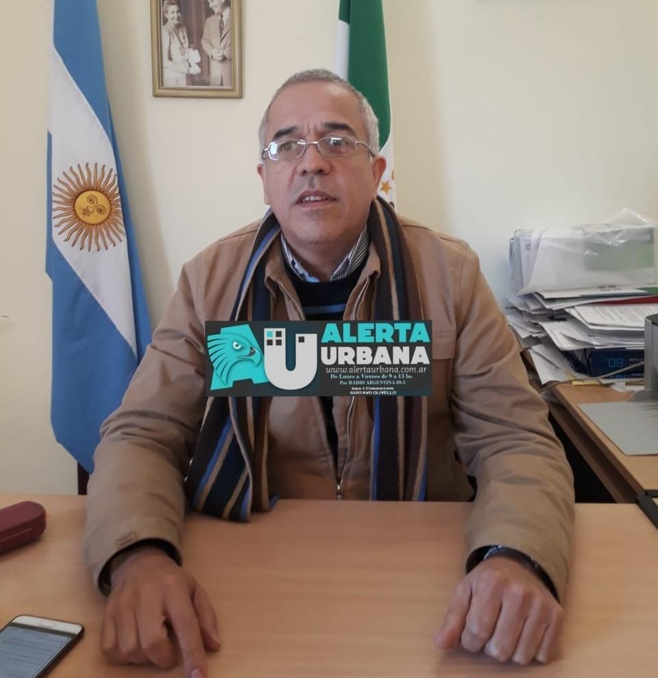 Se pidió informe a la Escuela del B° Emerenciano por el izamiento de la bandera cubana en el mismo mástil que la bandera argentina