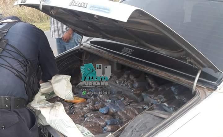 En el baúl del auto encontraron gran cantidad de Tabaco procesado sin documentación.