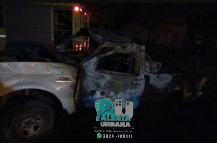 Bomberos intervino en el incendio de una camioneta