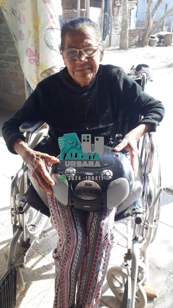 La abuela Elena, recibió donación.