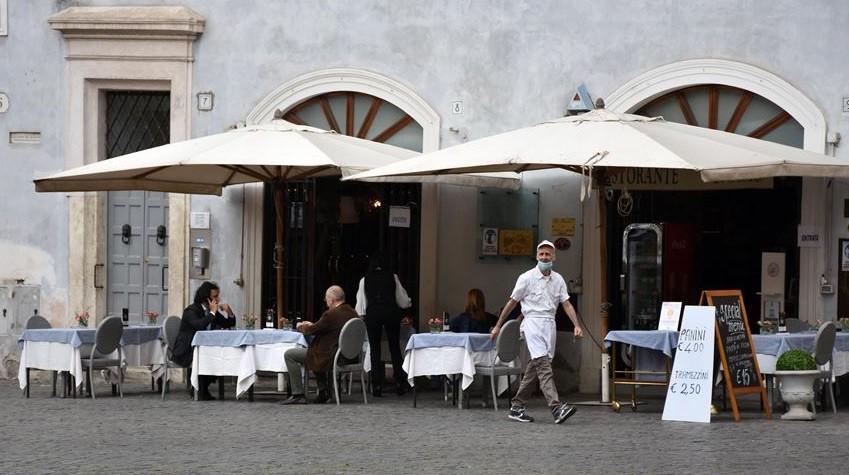 Italia elimina el toque de queda nocturno para el 20% de la población