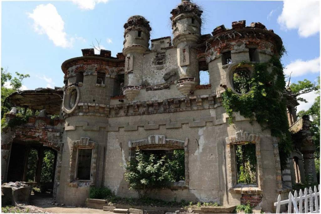 El castillo que fue construido en una isla para esconder un oscuro secreto