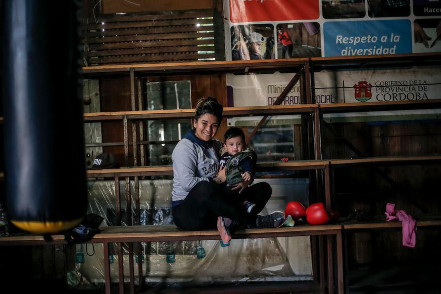 El doping casi la retira, fue mamá y ahora vuelve: la historia de la primera boxeadora olímpica argentina