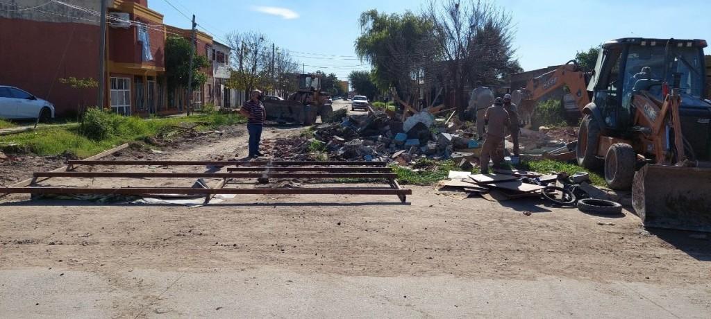 Relocalizaron a una familia para continuar con la pavimentación de la calle Fortín Rivadavia