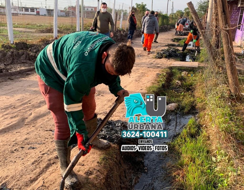 Trabajos de mantenimiento y reacondicionamiento de los desagües en el asentamiento Edison