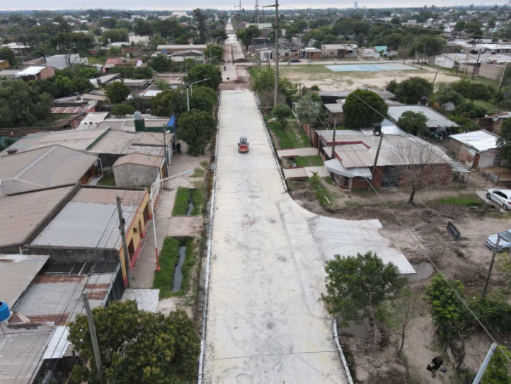 Barranqueras: Etapa final en la obra de pavimento urbano