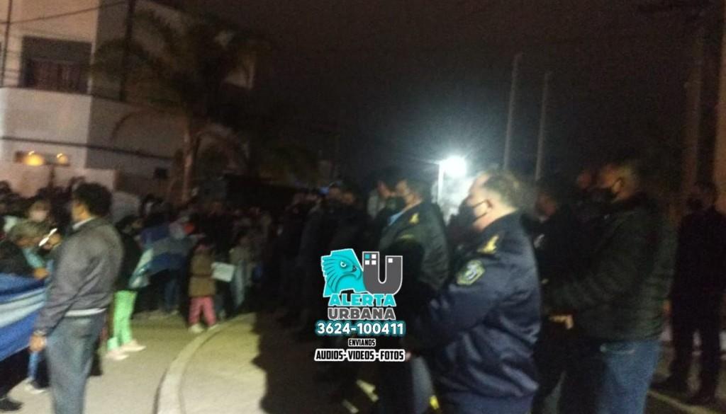 La ciudadanía de General San Martín se volcó a las calles en defensa de sus policías
