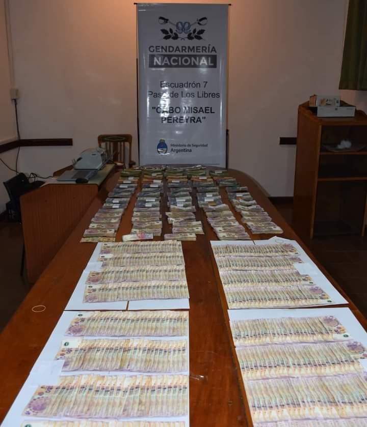 Paso de los Libres: viajaban con 2 millones de pesos en efectivos, no pudieron justificar