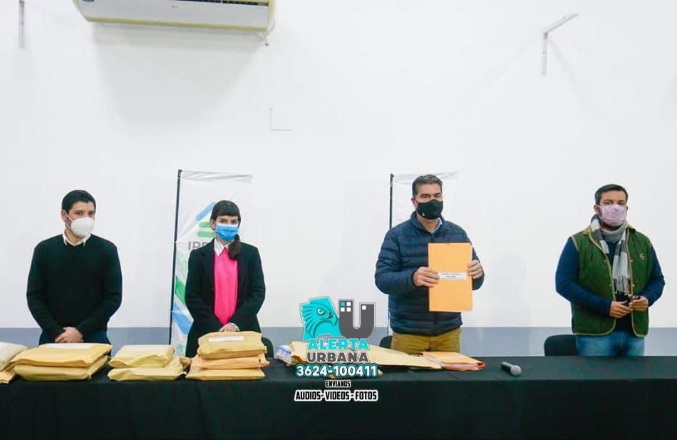 Apertura de sobres por la licitación de 11 viviendas en Resistencia