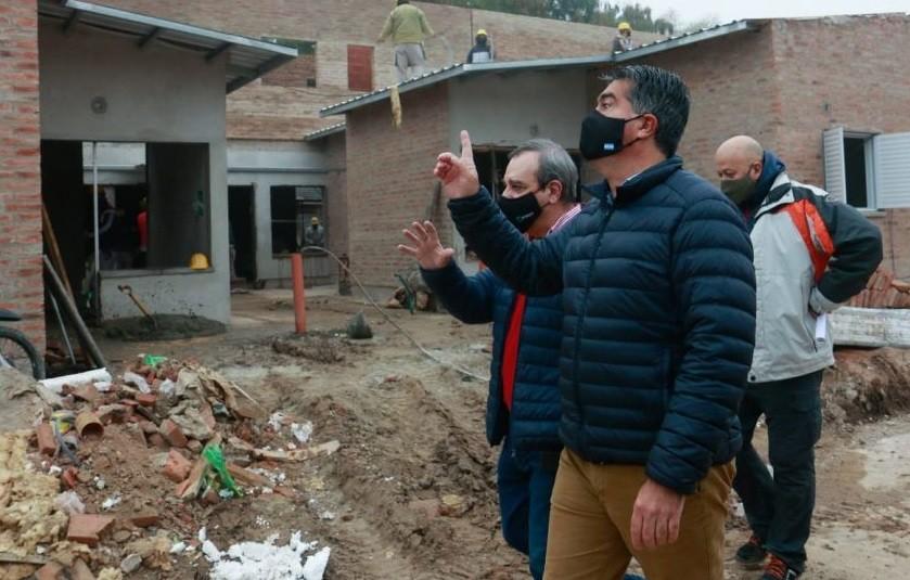 Barrios Toba y Timbó: Jorge Capitanich observó la construcción de viviendas