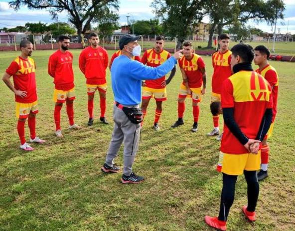For Ever y Sarmiento se preparan para jugar contra Unión y Sportivo Las Parejas