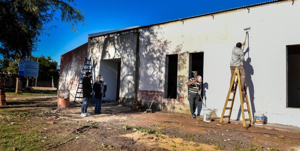 Avanzan las refacciones del salón comunitario del barrio 80 Viviendas en Fontana
