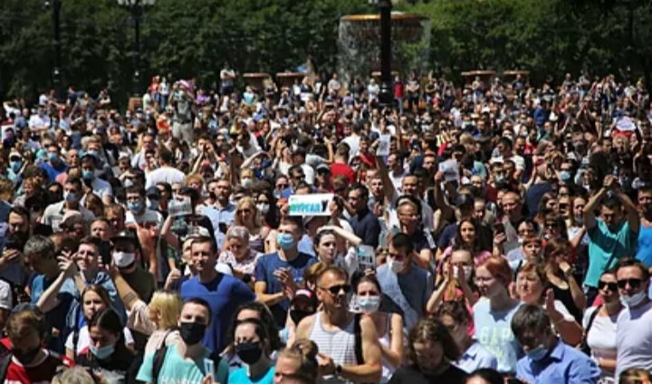 Gritos contra Vladimir Putin en la manifestación a favor de un gobernador detenido por asesinato