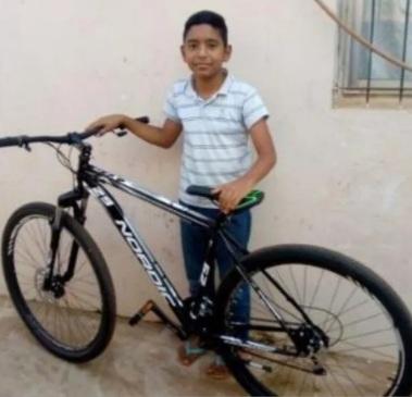 Vendió churros que cocinaba su mamá para comprarse una bicicleta.