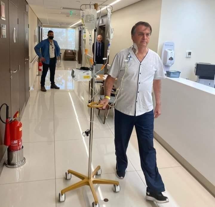 El presidente Bolsonaro recibió el alta médica tras padecer obstrucción intestinal