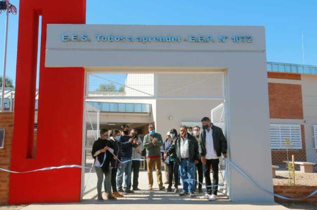 Nuevo edificio escolar y planta solar en El Impenetrable chaqueño