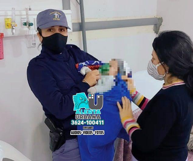 Mujer policía salvó la vida de un bebe