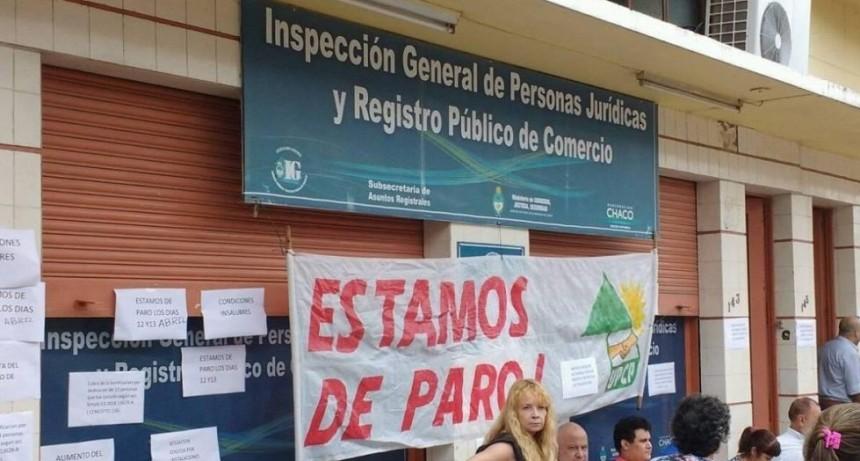 Protesta de trabajadores de la Dirección de Trabajo y de la Dirección de Personas Jurídicas