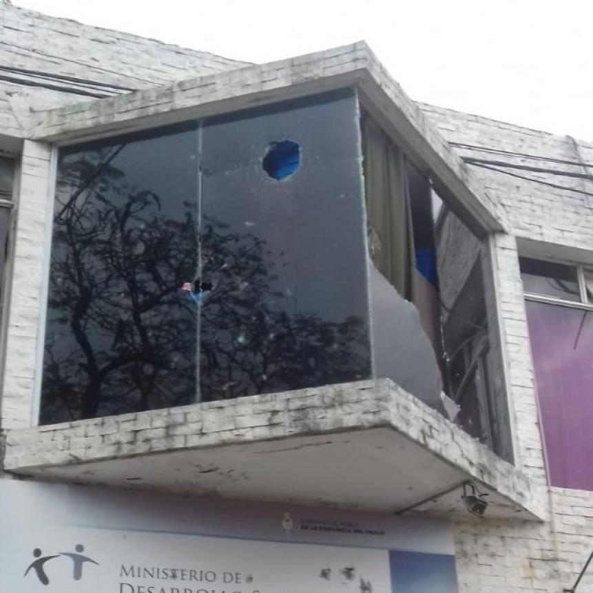 Manifestantes de movimientos sociales causaron destrozos al edificio de Desarrollo Social
