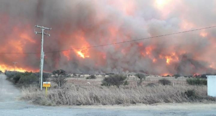 Alerta: bomberos combaten distintos focos de incendios en la provincia