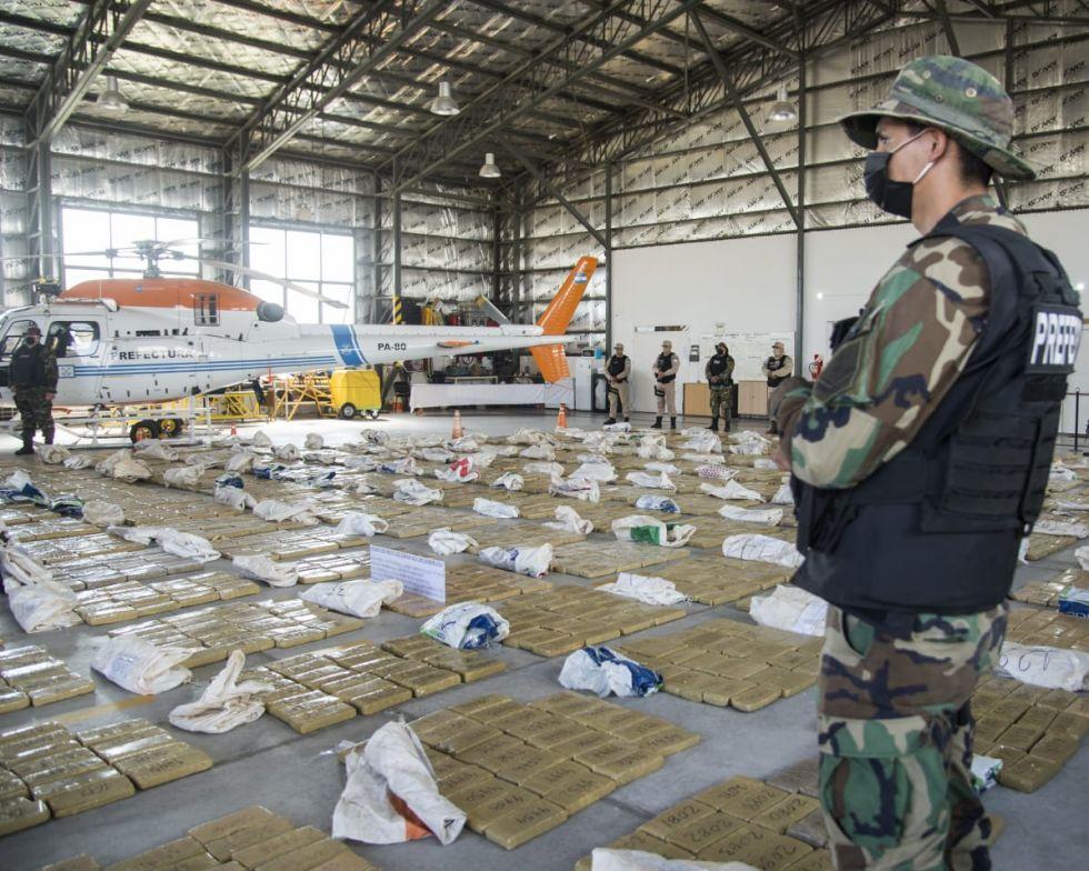 Las Fuerzas Federales incautaron más de 13 toneladas de marihuana en el litoral argentino.