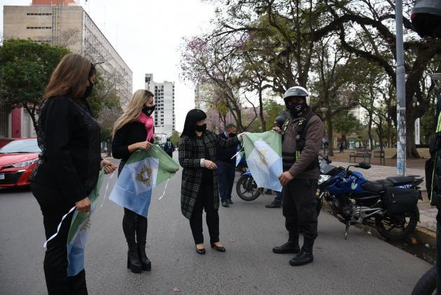 La bandera de Resistencia será exhibida en vehículos de Tránsito y la Guardia Comunitaria.