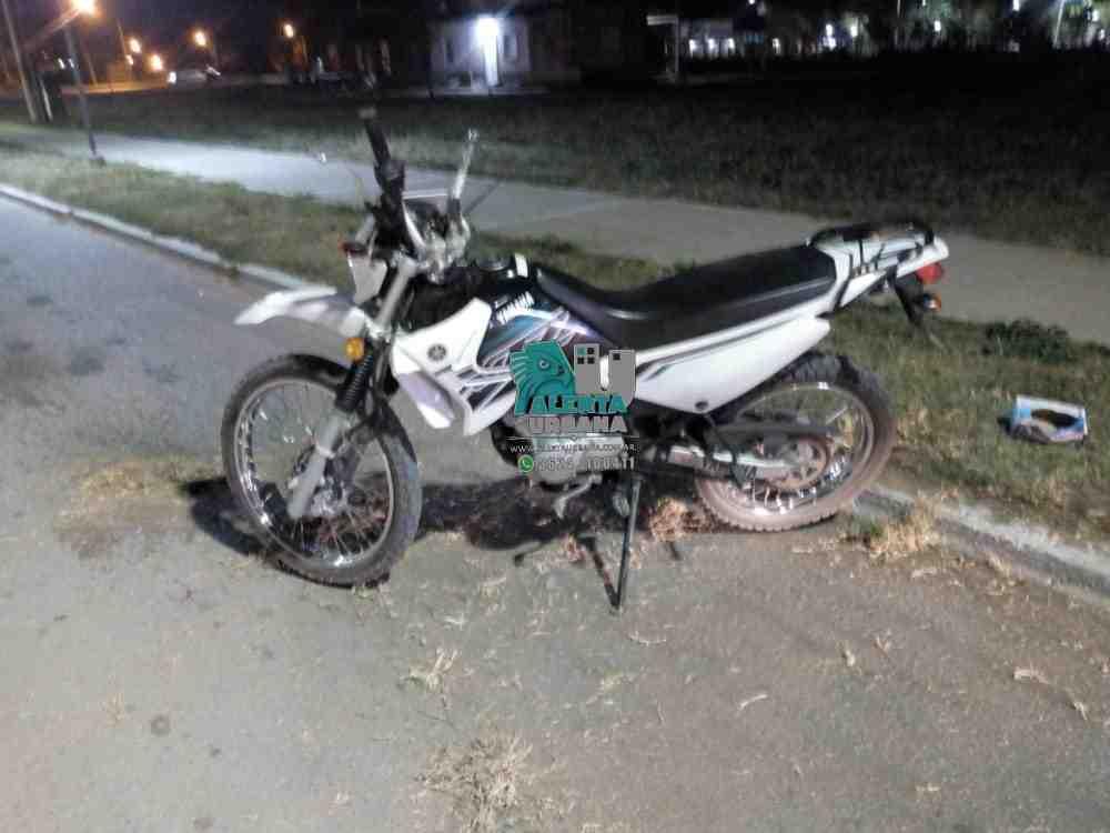 Charata: Dos jovenes fallecieron al chocar contra una jirafa de luz.