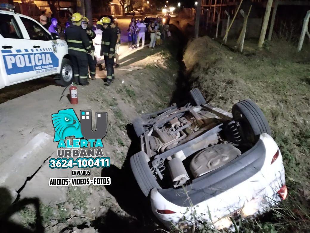 Brutal vuelco de un auto en Avenida Sabin