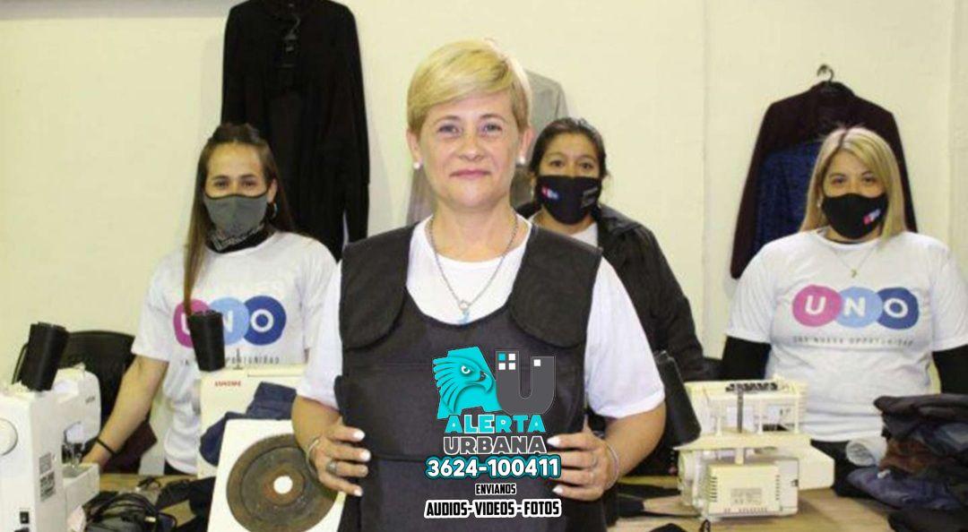 Rosario: precandidata a concejal reparte chalecos antibalas como parte de su campaña