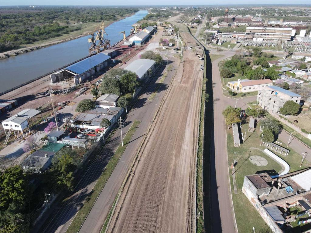 Ejecutan pavimentación del acceso y playón de carga del puerto de Barranqueras