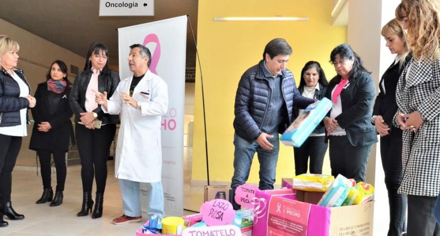Gustavo Mart{inez y Tomátelo a Pecho entregaron donaciones al Hospital Pediátrico