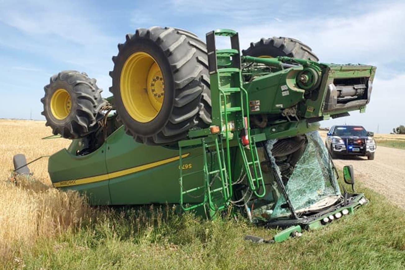 Insolito: Alcoholizado, salió a dar una vuelta por el campo y volcó la cosechadora.