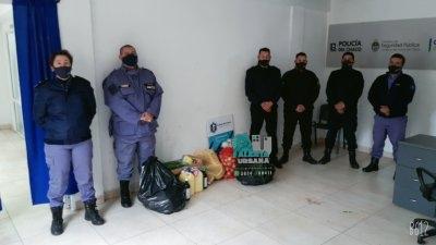 Resistencia: Donan elementos de limpieza y mercaderías a efectivos policiales aislados.