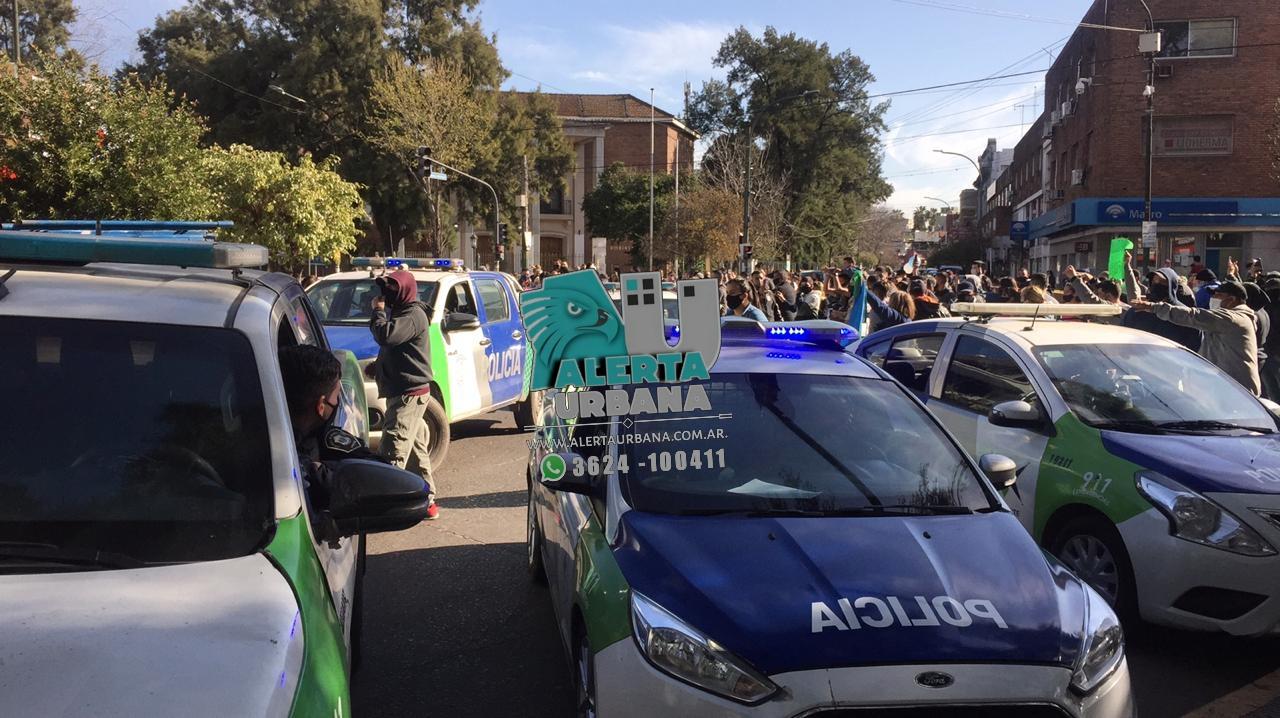 Buenos Aires: Protestas de policías en La Plata y varios puntos de la Provincia: piden mejores salariales.