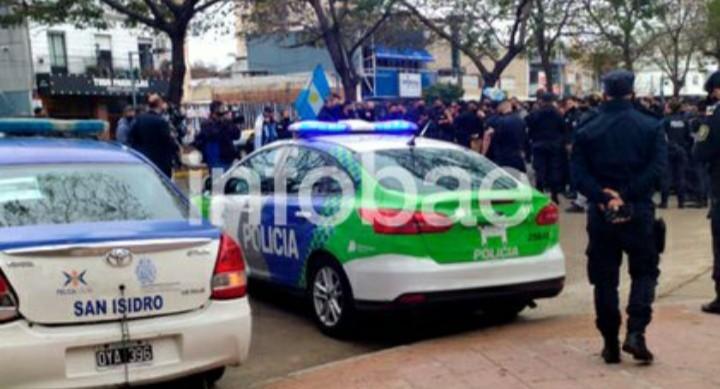El reclamo policial llegó hasta la Quinta de Olivos: decenas de patrulleros rodearon la residencial presidencial