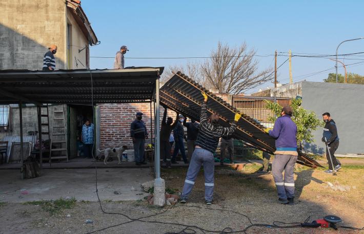 Resistencia: Sacaron tres cocheras ilegales en un espacio público del barrio San Cayetano.