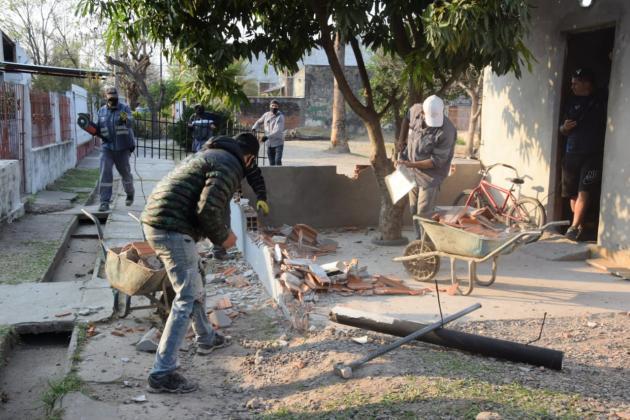 El Municipio continúa demoliendo construcciones ilegales ubicadas en espacios públicos de uso común.