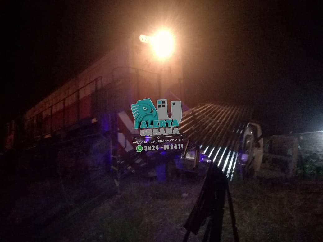 Resistencia: tren arrolla a una camioneta.