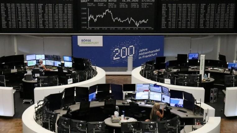 Caen las bolsas europeas por los nuevos confinamientos y las investigaciones sobre los bancos