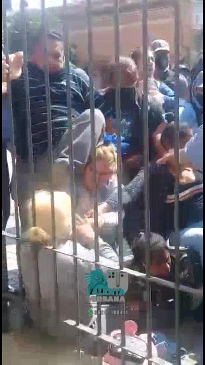 Dos mujeres policías lesionadas en el acceso a Casa de Gobierno