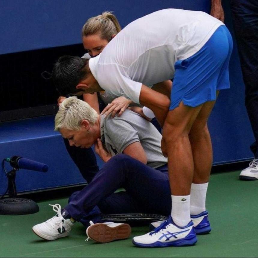 Djokovic, descalificado, por golpear con un pelotazo a una jueza de línea en US Open