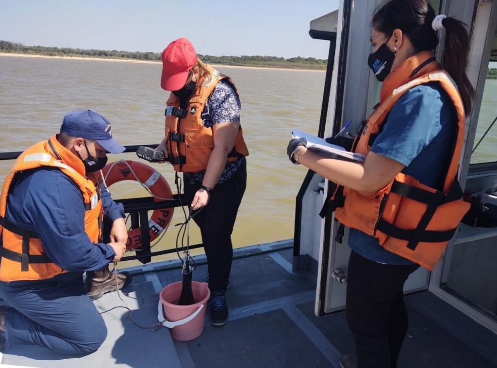 La APA realizó monitoreos en el Paraná para verificar la calidad del agua